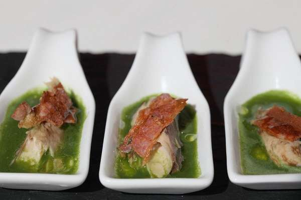 Lettuce juice with tuna and crispy bacon