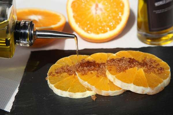 Oranges with olive oil and sugar
