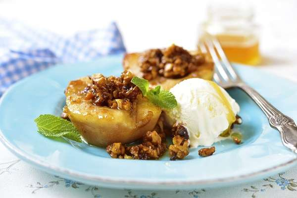 Roasted pears with cinnamon, olive oil and candied walnuts