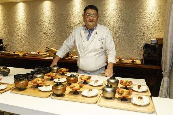 Daisuke Nomura cooking with  Olive Oils from Spain