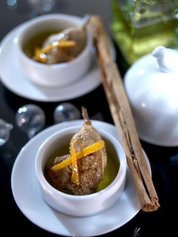Quail lollipops with orange and cinnamon