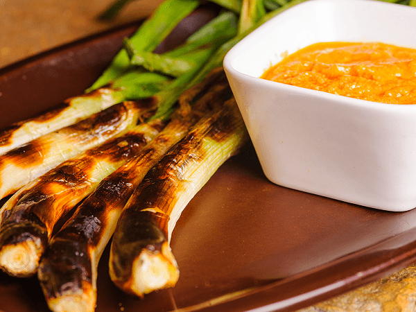 Grilled mexican green onions with Romesco sauce_Calcotada_Danie Olivella