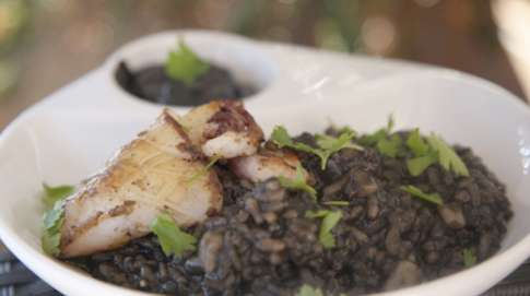 Creamy black rice with squid and olive oil