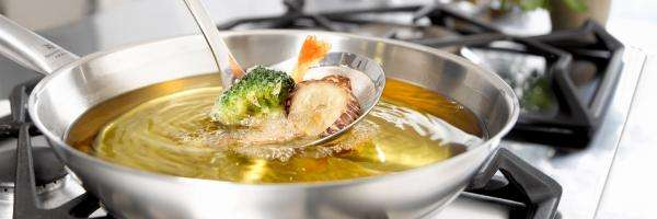Frying food with olive oils