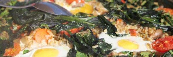 arroz on verduras, setas, huevo y Aceite de Oliva de España