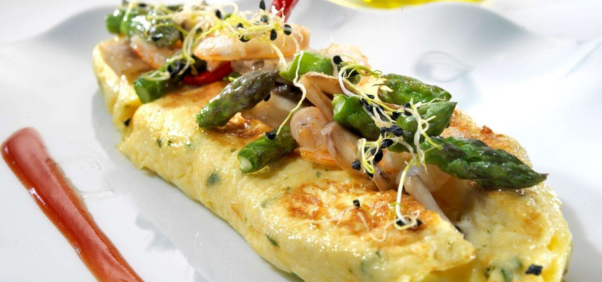 Rolled omelette stuffed with prawns