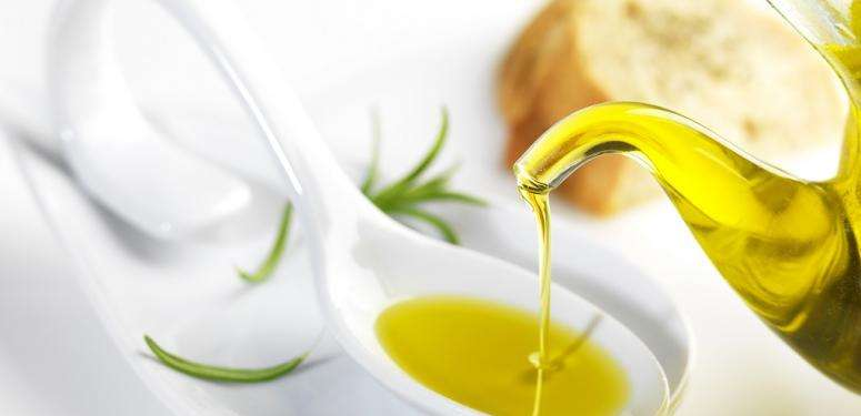 Spoon of extra virgin olive oils from Spain