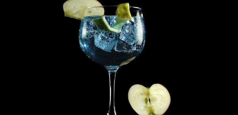 Gin tonic with arbequina extra virgin olive oil cocktail recipe