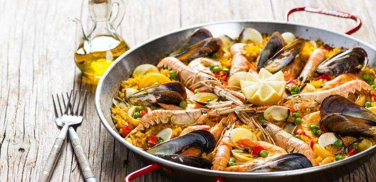 Tradicional Spanish paella recipe