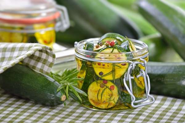 Vegetables preserved in olive oil