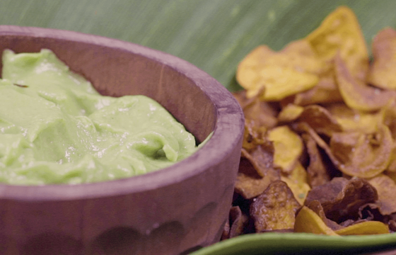 Avocado cream with sweet potato chips