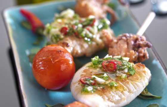 Baby squid skewers with garlic and parsley