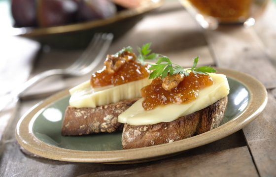 Fig jam, walnuts and soft cheese canapé