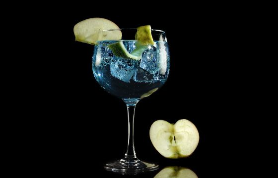 Gin tonic with arbequina EVOO