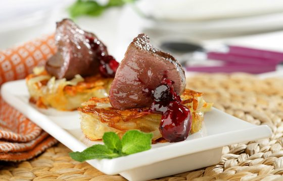 Grilled beef tenderloin on a potato rösti recipe