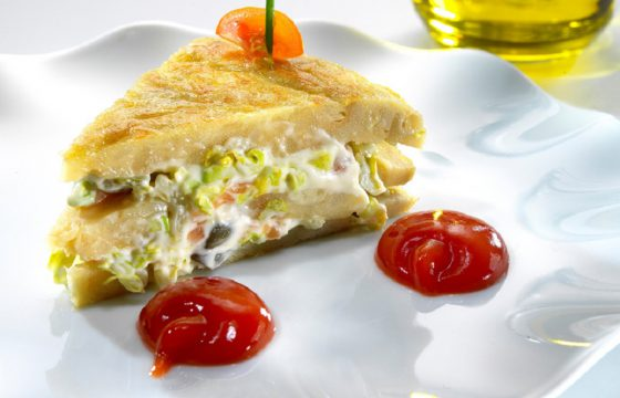 Pinchos of Spanish omelette stuffed