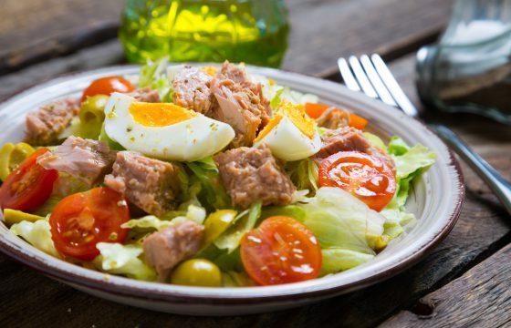 Tuna and tomato salad