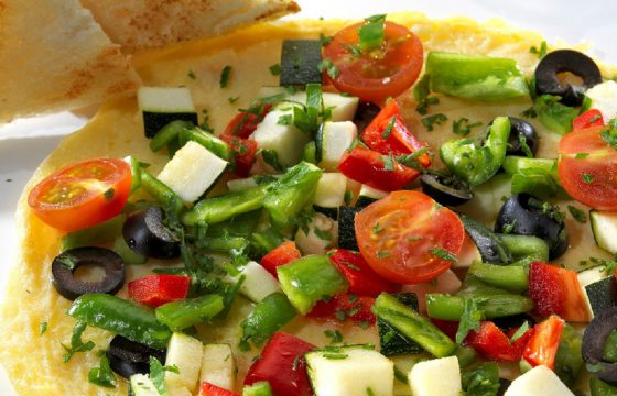 Vegetable omelette pizza