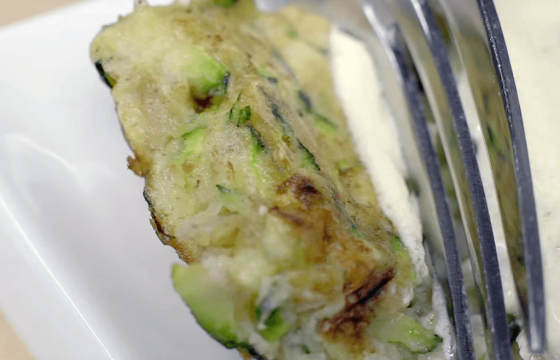 Zucchini fritters with yogurt sauce